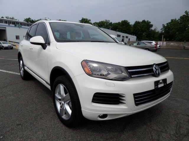 Pre-Owned 2011 Volkswagen Touareg Lux